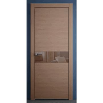 Межкомнатная дверь с шпонированными панелями и вставкой из стекла