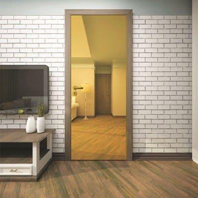 Межкомнатная дверь Blanco Bronze Mirror в интерьере.